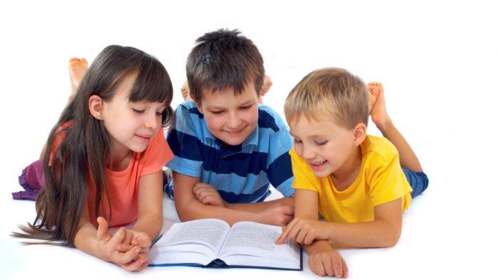 Copiii care au crescut înconjurați de cărți au venituri mari când devin adulți?