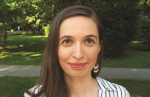 Cristina Tunegaru: Profesoara care și-a conceput propriul manual și face zilnic naveta la țară
