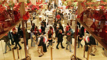 Studiu: 65% dintre europeni își fac cumpărăturile de Crăciun din magazinele tradiționale