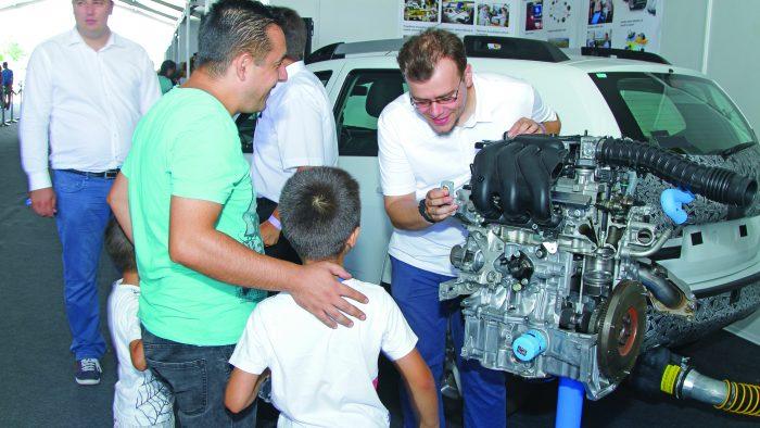 Miting al sindicaliștilor Dacia, la Mioveni