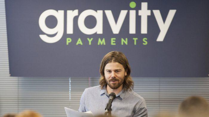 Strategia antreprenorului care își împarte salariul cu angajații pare câștigătoare