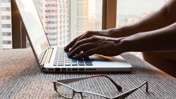 Criza de personal din IT, accentuată de numărul limitat de absolvenţi