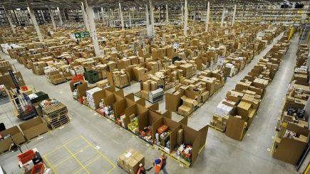 Număr de cereri de angajare record! De ce se înghesuie americanii să lucreze pentru Amazon