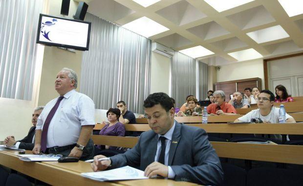 Dezbateri pe tema noilor calificări și rute profesionale, la UNISO 2012