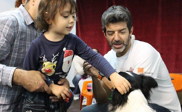 """Terapia cu animale. Sute de copii și bătrâni s-au bucurat de vizitele câinilor de la """"Doctor cu 4 lăbuțe"""""""
