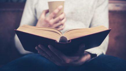 Ce cărţi au citit românii în ianuarie