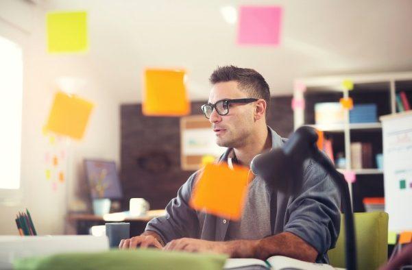 Cele 4 accesorii care te vor ajuta să îți crești productivitatea, oriunde ai lucra