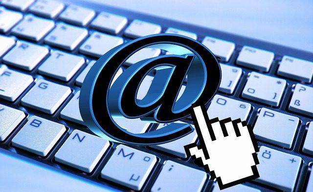 Poţi fi concediat şi prin email: Află în ce condiţii şi ce drepturi ai