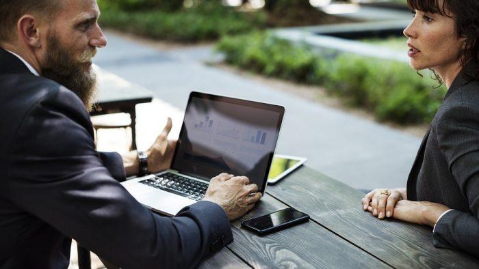 Studiu: Întâlnirile faţă în faţă sunt de 34 de ori mai eficiente ca email-urile