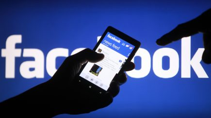 """Facebook schimbă din nou regulile """"jocului"""" din NewsFeed"""