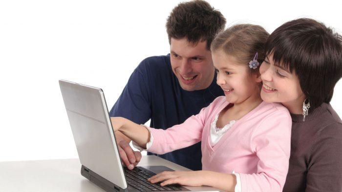 Părinți și copii, la frontiera IT: Studiu aprofundat despre alegerea computerului
