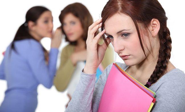 """""""Vieţile perfecte"""" prezentate în social media cresc anxietatea şi depresia în rândul femeilor tinere"""
