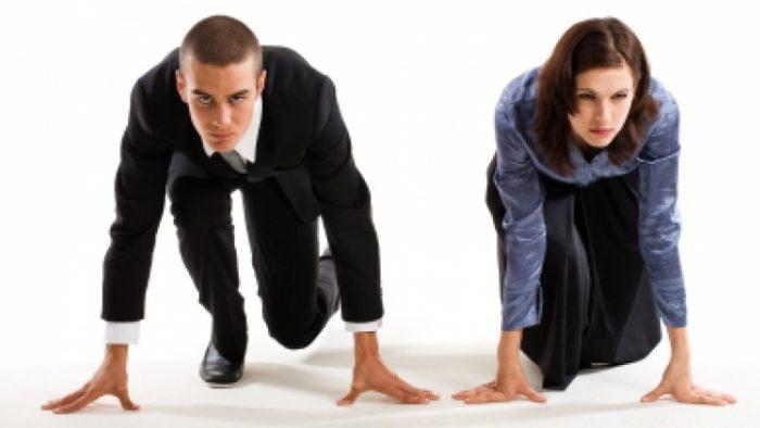 Studiu: Femeile aplică la vârste mai înaintate și într-o măsură mai mică pentru pozițiile de management decât bărbații