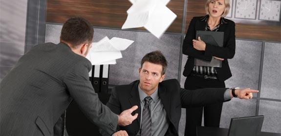 Întrebări la care trebuie să ne răspundem înainte de a concedia un angajat