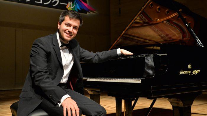 Pianistul Florian Mitrea în închiderea stagiunii Orchestrei de Cameră Radio