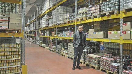 Florin Simon, antreprenorul care umple cămările românilor din Italia cu produse româneşti