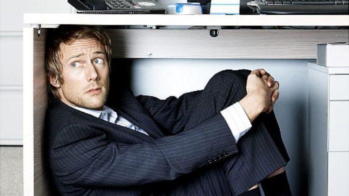 Cum îți învingi frica de la birou? Sfaturi vitale pentru a-ți combate șeful atunci când greșește