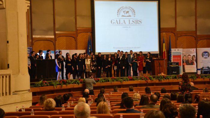 """""""Un ochi râde, unul plânge"""" – aceasta este povestea premiilor de excelență la Gala Studenților Români din Străinătate"""