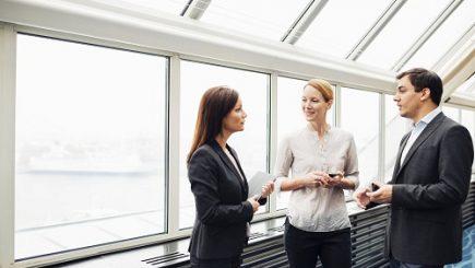 Egalitate între femei şi bărbaţi la job: Tehnologia, un factor-cheie pentru reducerea inegalităţilor dintre sexe