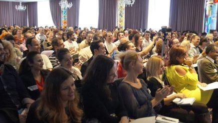 Autorul bestsellerului The Milionaire Mindset a împărtăşit reţeta succesului său în fața a peste 500 de români