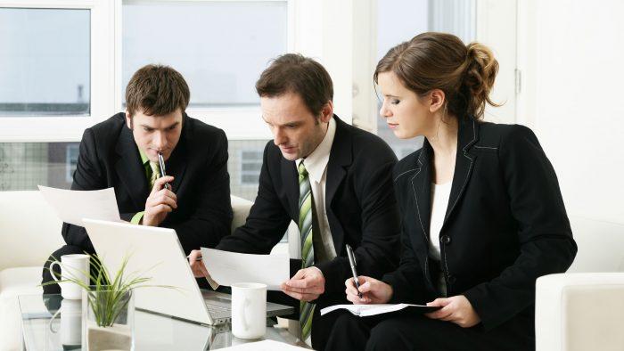 """Ghid de supraviețuire la locul de muncă: Compania – """"câmp de luptă""""?"""