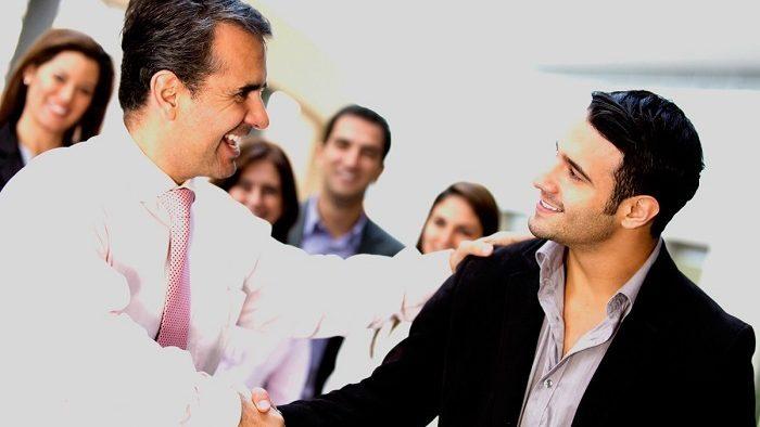 Îți pleacă șeful. Ce faci - te duci după el sau rămâi loial companiei?