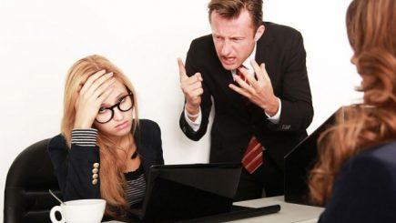 De ce șefii hărțuiesc cei mai buni angajați? Specialiștii Harvard ne spun care sunt măsurile ce pot fi luate în firmă pentru a ameliora neplăcerile cauzate de bullying