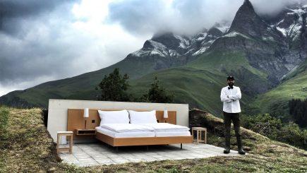 Hotel de 0 stele, pentru a denunţa contradicţiile lumii moderne