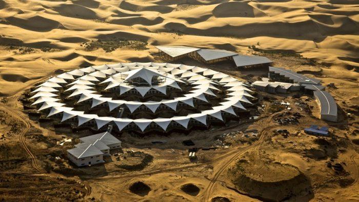 Lux neașteptat:Uimitorul hotel dintre dune