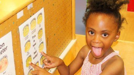 Cum să îți înveți copilul să își exprime sentimentele