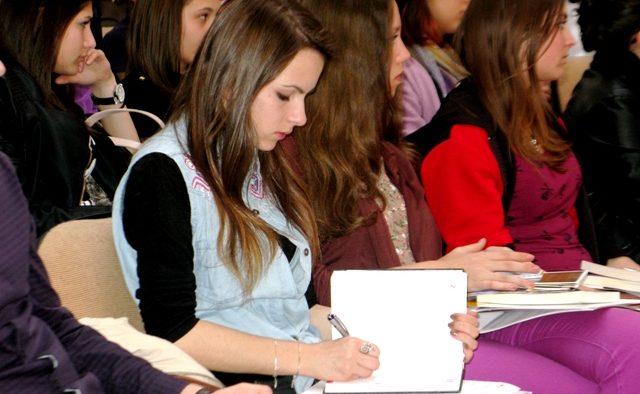 Profesioniștii României susțin dezvoltarea tinerilor