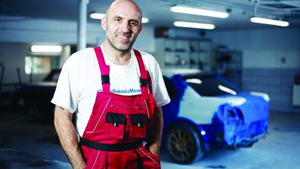 """Cum e profesia de… tunner: Gabriel Onofrei, omul care face """"chirurgie plastică"""" pe mașini"""