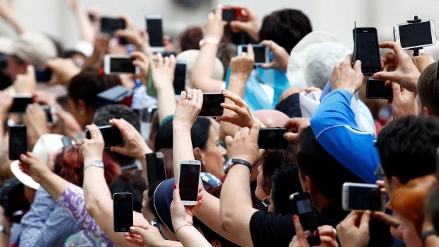 Câți utilizatori români de Internet au furnizat informații personale online
