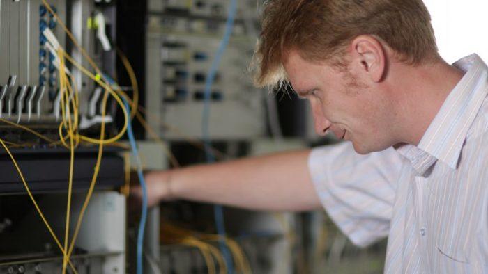 Ce calităţi îţi trebuie pentru a prinde o poziţie de inginer în telecomunicaţii