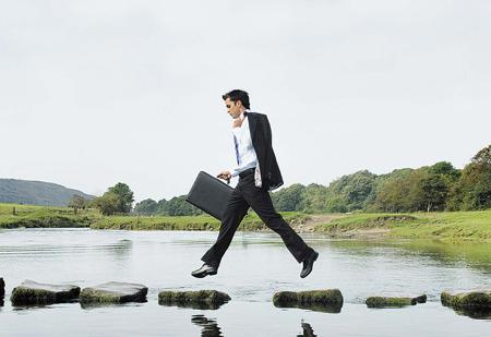Cum sa reinvii o afacere ingropata de criza
