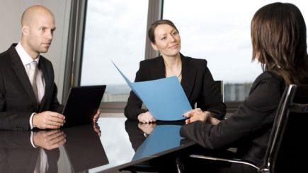 Angajați motivați și mulțumiți? Se poate cu stay in interview