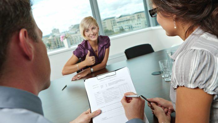 Întrebări deştepte pe care să le pui la finalul interviului de angajare