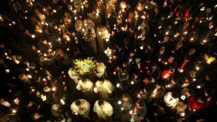 Noaptea Învierii: Toată lumea uită de necazurile vieţii
