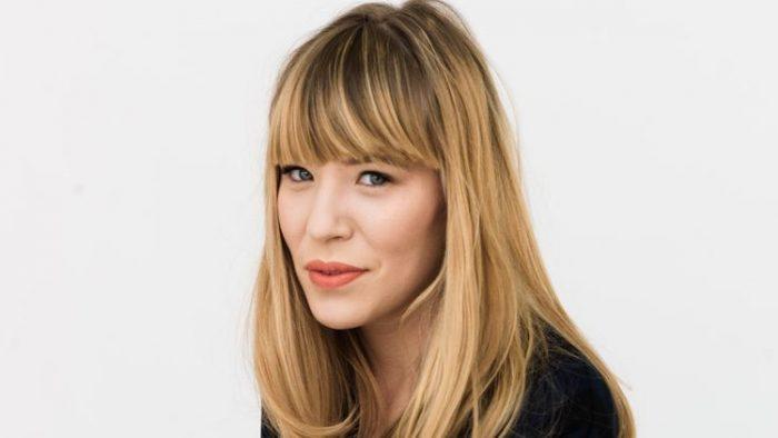 Studenta care vinde fotolii de sute de euro bucata şi care a apărut în Vogue şi WSJ
