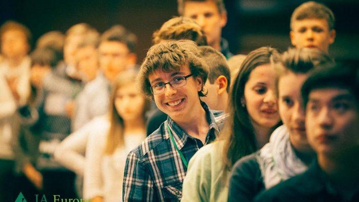 Tinerii europeni folosesc cunoștințele STEM pentru a rezolva probleme reale ale lumii
