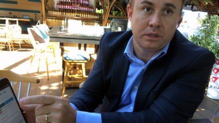 A stat la aceeaşi masă cu Jack Ma, acum intră în România cu business-ul de eCommerce