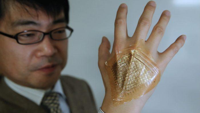 """Inventatorul Takao Someya și """"a doua sa piele"""""""