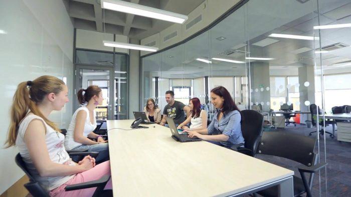 Firmele de software din România își premiază angajații care recomandă oameni competenți