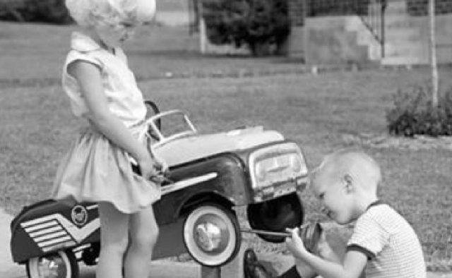 Cu ce se jucau părinții și bunicii noștri?