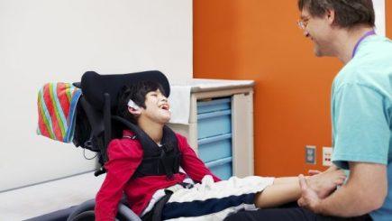 300.000 de lei pentru 19 proiecte care vor asigura terapii alternative copiiilor și tinerilor cu nevoi speciale de sănătate