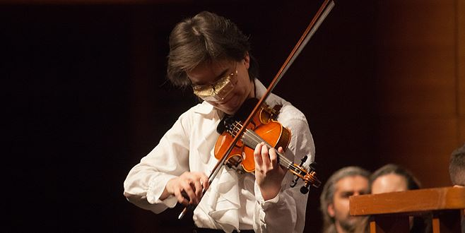 "A  ""furat"" pricepere de la Paganini? Tânărul Kim – cyborgul viorii"