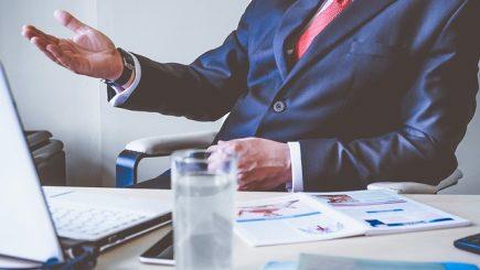 Piramida lui Maslow şi motivarea: Şefii trebuie să ţină seama de cea mai importantă nevoie a angajaţilor