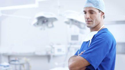 Stimulente financiare pentru medici, ca să rămână în ţară