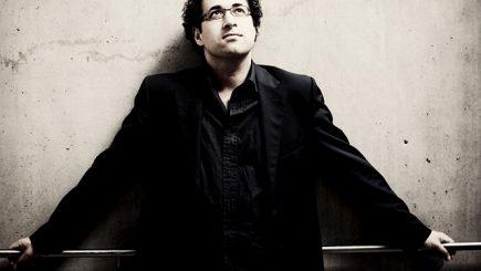 Dirijorul britanic Leo Hussain dirijează Enescu la Sala Radio!