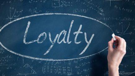 Cine este mai loial?